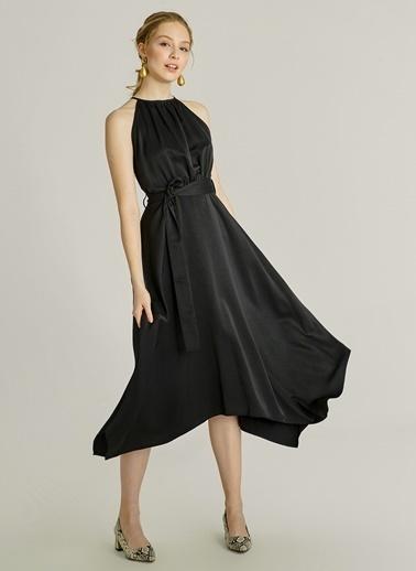 NGSTYLE Sırt Detaylı Saten Elbise Siyah